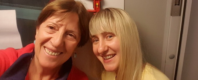 מכתב מחוץ לפרוטוקול – שלוש נשים צוחקות ביחד בין מינסק לוורשה