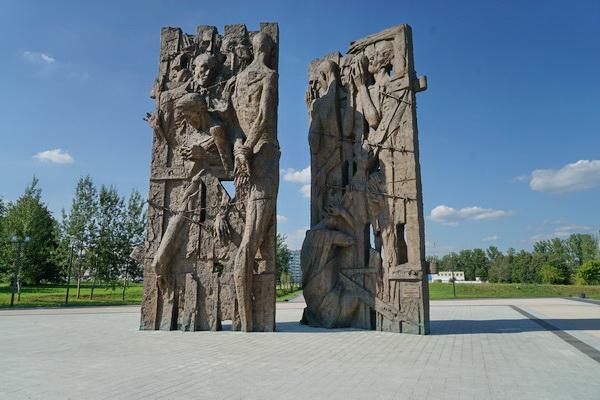 מאלי סטרוטינץ - האנדרטה