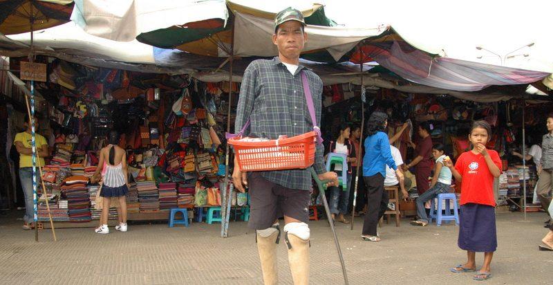 מוקשים, אימה. אני חווה את הכאב. קמבודיה