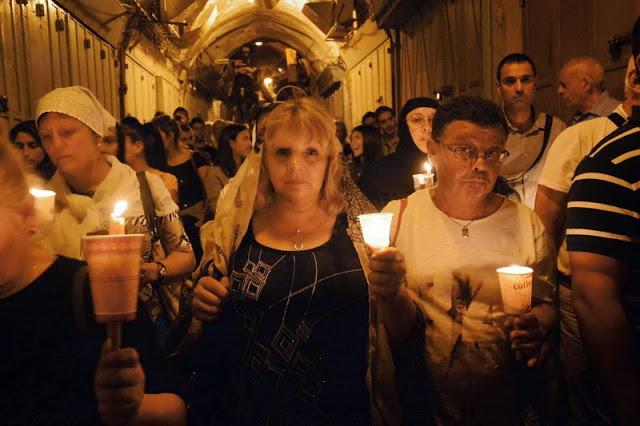בעקבות תהלוכת הלוויה של איקונה של מרים
