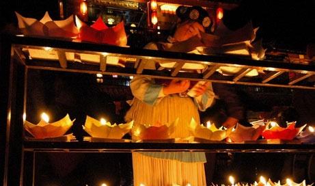 ליג'יאנג, יונאן  – נרות בלילה