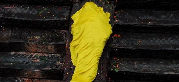 המוות – פרידה,  שריפת גופה בפשופאטינאט, בקטמנדו – נפאל.