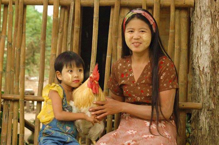 מיאנמר – ילדה שמחה ושיר ועצב ושמחה