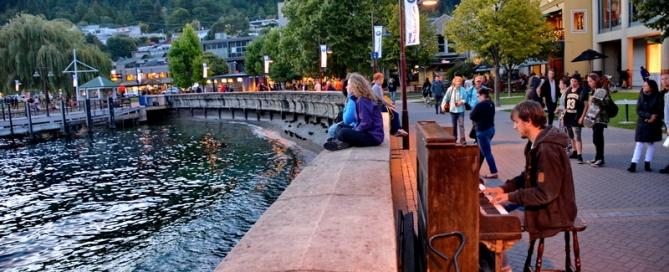 ניו זילנד על המים: צלילי פסנתר , על קו החוף, אגם וויקאטו. קסם וערבית ומתיקות בלב.
