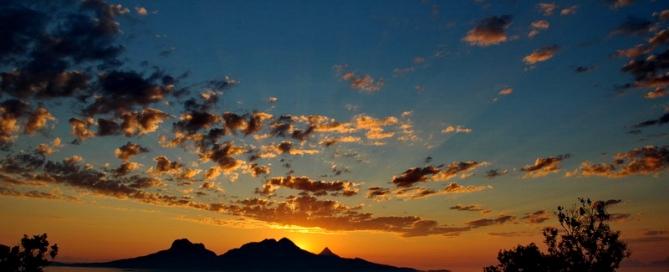 שמש בחצות, ומחשבות על אלוהים.