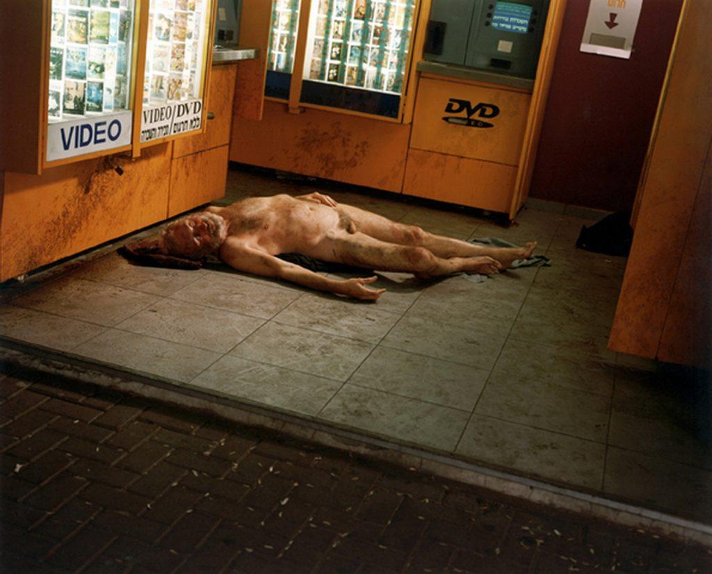 נח מתגולל שיכור. צילום: עדי נס